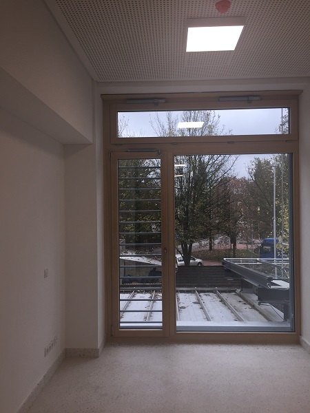 Large window with back check