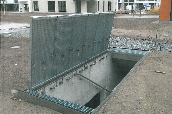 Gas springs grating hatch