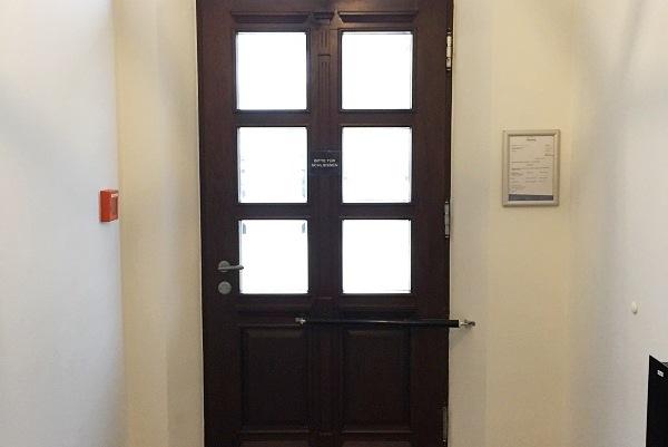 Front door with gate closer DIREKT