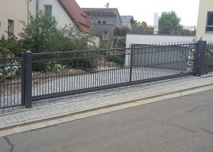 Driveway gate with speed control