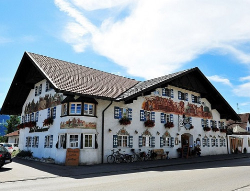 Concealed jamb closer E22 ensures security in the Hotel Weinbauer