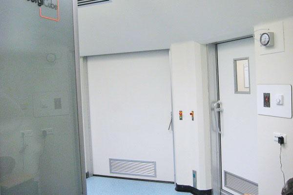 Interlock terminals between operating room doors