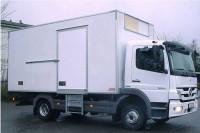 Cooling truck with swing door hinges