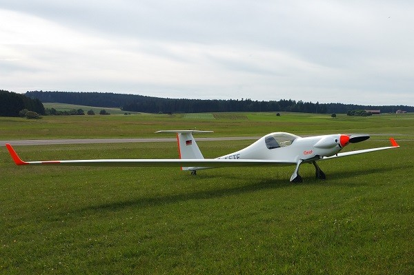 Gas springs provide optimal flight quality of motor gliders