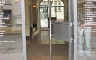Hidden tube door closer RTS on glass door