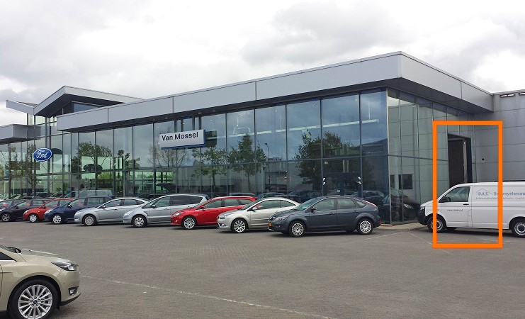 DICTAMAT MultiMove door operator in the car dealership Van Mossel