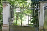 Cementery gate closer